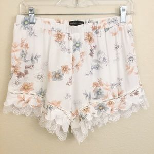 Kendall & Kylie Floral Pull On Shorts Lace Sz M